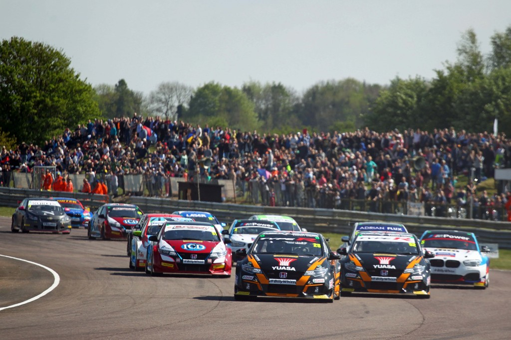 Cars racing on the iconic Thurxton circuit (Picture: Thurxton Circuit)